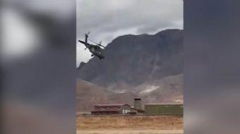 Dünya pilotlarını kıskandıracak Türk pilot adeta helikopteri dans ettiriyor.
