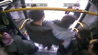 Halk Otobüsünde Fenalaşan Yolcuyu Hastaneye Yetiştirdi... O Anlar Kamerada