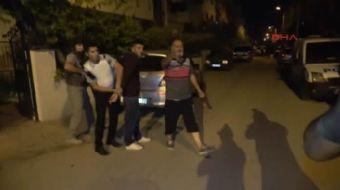 Antalya'da 32 yaşındaki V.P., aynı yaştaki karısı E.P. ile tartıştıktan sonra pencereden tabancayla