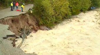 Gürcistan'ın batı bölgesi aşırı yağışlar sebebiyle sular altında kaldı.  Gürcistan'ın batı bölgesin