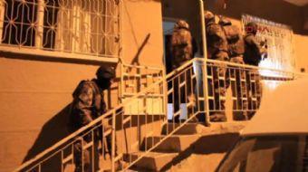 İzmir'de uyuşturucu madde ticareti yapan anne ve oğlunun liderliğini yaptığı çete, 6 aylık çalışma s