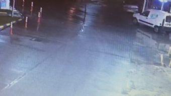 Esenyurt'ta bir benzin istasyonunda sürücüsünün el frenini çekmeyi unuttuğu otomobil, aniden ilerle