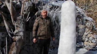 Doğu Anadolu'da etkisini sürdüren soğuk hava hayatı olumsuz etkilemeye devam ediyor. Oltu Aslanpaşa