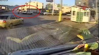 Emniyet Kemeri Takmayan Sürücü Otomobilden Fırladı... O Anlar Kamerada