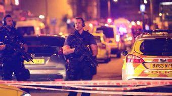Londra'nın kuzeyindeki Finsbury Park Camisi yakınlarında bir kişi, teravih çıkışı aracını Müslümanla