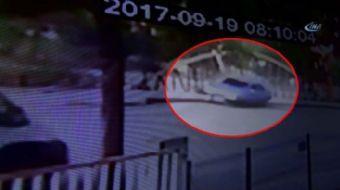Kahramanmaraş'ın Elbistan ilçesinde kaldırımda yürüdüğü sırada sürücüsünün direksiyon hakimiyetini k