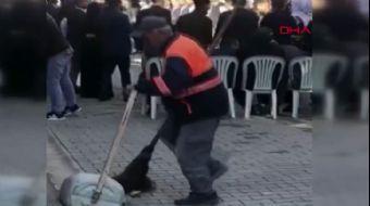 Sokakta Kendini Halaya Kaptıran Temizlik İşçisi Hem Oynadı Hem Temizledi