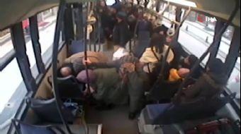 Düzce'de Facia Ucuz Atlatıldı...Kontrolsüz Dönen Otomobile Halk Otobüsü Böyle Çarptı