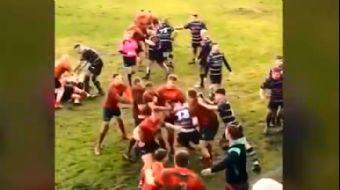 Rugby Müsabakası Sırasında Arbede Çıktı. O Anlar Kamerada