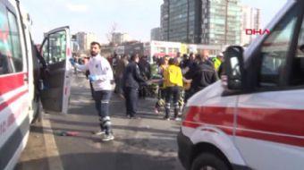 Ankara´da yolcu minibüsü kamyonla çarpıştı 17 yaralı