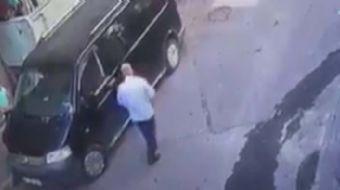 Bağcılar'da iddiaya göre çocukları adres sorma bahanesiyle arabaya bindiren yaşlı adam çevredeki vat
