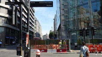 Londra'da Liverpool Caddesi tahliye edildi, polis bölgeye bomba imha ekibi sevketti.