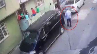 Bağcılar'da iddiaya göre çocukları adres sorma bahanesiyle arabaya bindiren yaşlı adam, çevredeki va