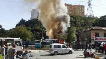 Sarıyer Ayazağa'da bir giyim markasının genel müdürlüğü otoparkında bir otobüste çıkan yangın , diğe