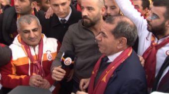 Galatasaray Kulübü Başkanı Dursun Özbek, Fenerbahçe derbi maçı öncesi taraftarlarla buluştu.