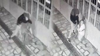 Manisa'dan Kan Donduran Görüntüler... Konuşmak İçin Çağırdığı Annesini Defalarca Bıçakladı