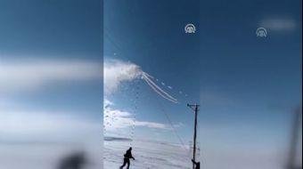 ÇEDAŞ Ekiplerinin Zorlu Buz Kırma Mesaisi Kamerada