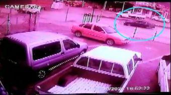 Erkek Arkadaşına Kızan Kadın Direksiyonu Kırdı, Kaza Anı Kamerada