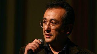 İzmir'deki evinde fenalaşan gazeteci Talipoğlu, kaldırıldığı hastanede yaşamını yitirdi. Gazeteci Ta