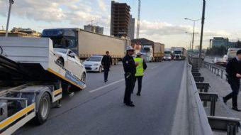 Basın Ekspres yolunda polisten kaçan şüpheliler yolu birbirine kattı. Çaldıkları lüks otomobille kaç
