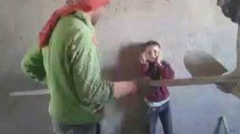 Şanlıurfa'nın Eyyübiye ilçesinde bulunan bir inşaatta çalışan 3 Suriyeli işçi, 9 yaşındaki Mustafa Y