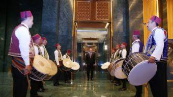 Cumhurbaşkanı Recep Tayyip  Erdoğan, Cumhurbaşkanlığı Külliyesi'nde esnafla iftarda bir araya geldi.