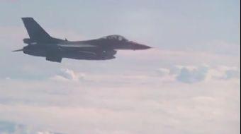 NATO'ya ait bir uçağın, Rusya Savunma Bakanını taşıyan uçağa Baltık üzerinde yaklaşması üzerine duru