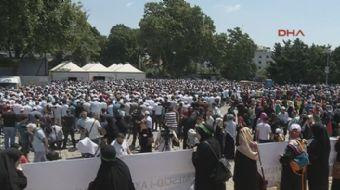 srail'in Mescid-i Aksa'ya yönelik yasaklama ve engellemeleri Beyazıt Meydanı'nda protesto ediliyor.