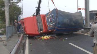 D100 Karayolu Çağlayan Mevkii Ankara İstikameti'nde yan yolda seyir halindeki meyve yüklü kamyonet d