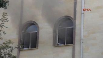 Kartal Cevizli Mahallesi'nde bulunan Kavaklı Camii'nde yangın çıktı. Çok sayıda itfaiye ekibinin müd
