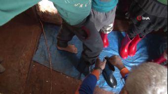 AFAD'dan Suriyeli Çocuklara Çizme Yardımı
