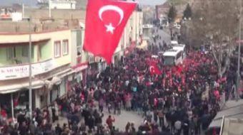Arabanlılar JÖH ve komandoları karşılamak için sokağa döküldü. Özel birlikler, tekbirler ve Mehter M