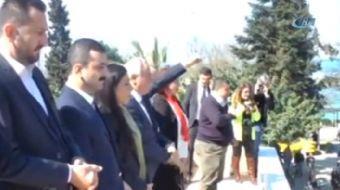 CHP milletvekillerinin Akçakoca meydanında yaptığı 'Hayır' mitinginde, İlçe Başkanı Turan Güler'in k