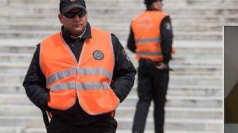 Taksim Meydanı'nda sergilenen laleler, 10 güvenlik görevlisi tarafından korunuyor. Lale festivali bi