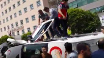 Adana'da bir ambulans, kırmızı ışıkta kontrolsüz geçince Suriye uyruklu şoförün kullandığı araca ara