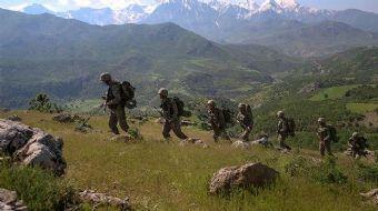 Bitlis'in Tatvan İlçesi Anadere bölgesinde operasyonda olan askerler bugün sabaha karşı bir grup PKK