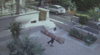 Antalya'da bir camiye gelen hırsız, şadırvana girerek abdest alma numarası yaptıktan sonra namaz kıl