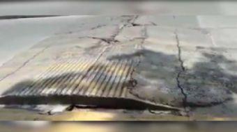 Meksika'da yaşanan deprem sonrası nefes alıp verir gibi inip kalkan asfalt görüntüsü sosyal medyada