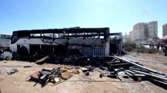 Antalya'da işçilerin kaynak makinesiyle çalışma yaptığı sırada çıkan yangında, kullanılmayan 4 otobü