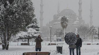 İstanbul ve Ankara için kar yağışı uyarısı geldi. Türkiye yeni bir yağışlı hava dalgasının etkisi al