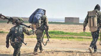 Zeytin Dalı Harekatı, dördüncü gününde devam ederken, Özgür Suriye Ordusu askerleri, Afrin yakınları