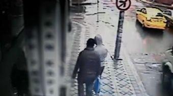 İstanbul'un Eyüpsultan semtine bağlı Rami Yenimahalle'de gündüz saatlerinde yaşanan hırsızlık olayı
