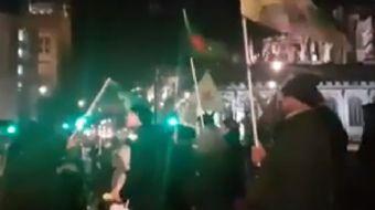 Terör yandaşları, İngiltere´nin başkenti Londra´da Afrin için gösteri yaptı. Sokağa dökülenler eller