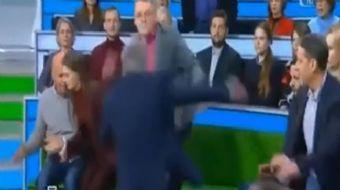 Rusya´da yayın yapan bir televizyon kanalında sunucu ile bir konuk arasında büyük bir kavga yaşandı.