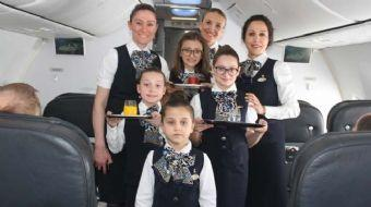 23 Nisan Ulusal Egemenlik ve Çocuk Bayramı nedeniyle THY uçağında çocuklar hosteslik yaptı. Anneleri