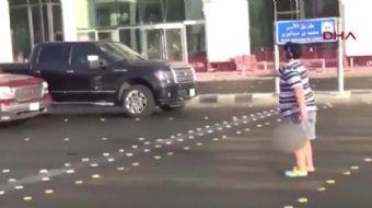 Suudi Arabistan'da cadde ortasında Macarena dansı yapan ve o anları yansıtan videosu Twitter'da vira
