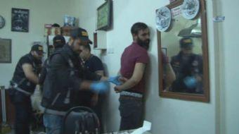 Fatih'te Narkotik Suçlarla Mücadele Şube Müdürlüğüne bağlı Sokak Suçlarıyla Mücadele Timi uyuşturuc