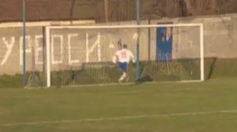 Sırbistan 4. Ligi'nde kaçan bir gol görenleri şaşkına çevirdi.
