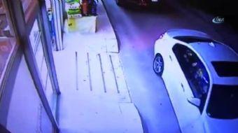 Manevra yapan sürücü marketten biranda yola fırlayan çocuğu otomobilin altına aldı.