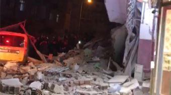 Elazığ'da meydana gelen 6.8'lik depremde bazı binalar yıkıldı